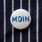Button, Moin